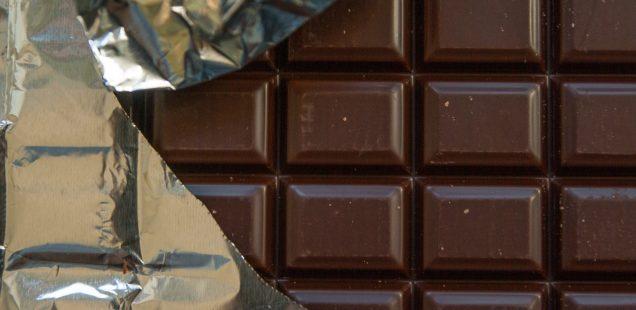Worauf ist beim Schneiden von Schokolade zu achten?